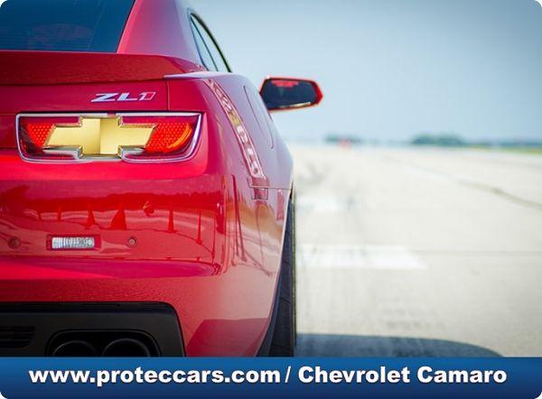 Chevrolet Camaro vista de atrás